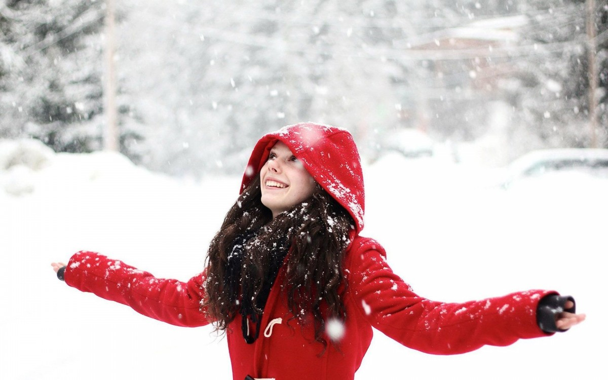 happy-girl-in-the-snow-girl-hd-wallpaper-1920x1200-37623